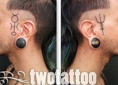 Símbolos vikingos en la cabeza - Twotattoo