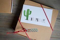 Amor Cactus Tarjeta Postales con mensaje. Love Tarjeta de amor.  LOVE GROWS HERE…