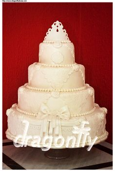 https://flic.kr/p/8NLX3u | Victorian Wedding Cake / Bolo de Casamento Vitoriano | Back from hiatus. I've been missing all my friends from Flickr, but - sadly -  from the lack of time to sit in front of my computer I wasn't able to be on this site for the amount time I used to do (and also the amount of time I would like to do).  This wedding cake was inspired by the work of Kerry Vincent. All decoration was made with fondant.  ---  Estou de volta. Senti saudades de todos os meus amigos do…