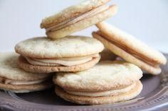 yummy muffin: Melting Moments – máslové sušenky plněné kávovým k...