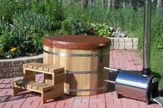 Find the luxurious and refreshing option of cedar barrel hot tubs, wooden hot tubs and wood fired hot tubs at Northern Lights Cedar Tubs within your budget. Sauna Kits, Barrel Sauna, Sweat Lodge, Japanese Soaking Tubs, Hot Tub Backyard, Wood Burner, Indoor Outdoor, Outdoor Decor, Garden Features
