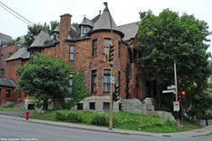 Architecture from the late-19th or turn of the 20th century on Côte-des-Neiges.