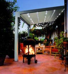 Pérgola de diseño con iluminación led para dar una cálida iluminación nocturna.