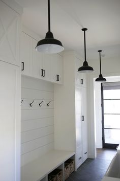 Avalon Stem Mount Pendant Light As a main entrance to the home, mudroom decors should feature lots of storage, stylish lighting, and decorative accessories. Mudroom Laundry Room, Laundry Room Design, Home Design, Design Ideas, Design Design, Home Renovation, Home Remodeling, Moderne Outfits, Farmhouse Lighting