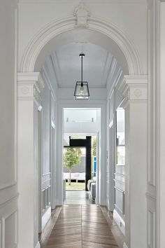 Awesome Victorian Hallway Lighting Ideas for Classic Home - Page 14 of 26 Narrow Hallway Decorating, Foyer Decorating, Decorating Ideas, Decor Ideas, Upstairs Hallway, Entry Hallway, Dark Hallway, Hallway Walls, Hallway Paint
