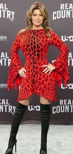 Shania Twain in 2019 Country Music Artists, Country Music Stars, Country Singers, Divas, Shania Twain Pictures, Celebrity Boots, Famous Girls, Female Singers, Country Girls