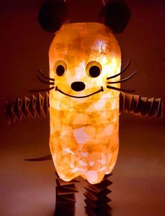 Die Maus-Laterne basteln in 4 einfachen Schritten - DIY-Family At Sankt Martin there are actually only homemade lanterns! If you are looking for ideas, take a look at our mouse and the corresponding i Diy Crafts To Do, Baby Crafts, Preschool Crafts, Handmade Crafts, Recycled Crafts, Decor Crafts, Homemade Lanterns, Diy For Kids, Crafts For Kids