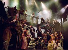 The Art of Uni's Musical: Movie Review: Les Misérables - Less Revolutionary, More Miserable