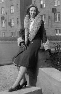 Young Women S Dresses Australia Urban Fashion Women, Black Women Fashion, Womens Fashion Casual Summer, Autumn Fashion Casual, 1930s Fashion, Vintage Fashion, Hipster Dress, Pantalon Large, Fashion History