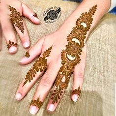 Image may contain: 1 person, closeup Henna Designs Feet, Finger Henna Designs, Simple Arabic Mehndi Designs, Mehndi Designs For Girls, Mehndi Designs 2018, Mehndi Designs For Beginners, Modern Mehndi Designs, Wedding Mehndi Designs, Mehndi Design Pictures