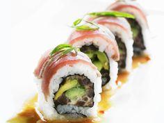 Sushi (Inside-Out-Rolls) mit Avocado und Thunfisch - smarter - Zeit: 45 Min.   eatsmarter.de