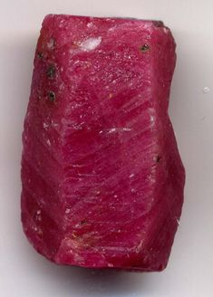 Ruby crystal Ruby's metaphysical properties: Heart Chakra toner, actively stimulates the Base Chakra, increasing vitality and chi, the life-force energy, throughout the physical body and into the spirit. It promotes a clear mind, increased concentration and motivation.