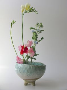 Shino Takeda leg planter without drainage holes - blue| Mr Kitly #Florals #Floral Design #Flower Arrangements #Ikebana