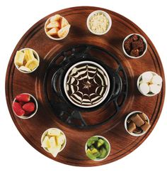 Aproveite e coloque como acompanhamentos frutas da estação, marshmallow, quadradinhos de brownie, farofa crocante e wafer.