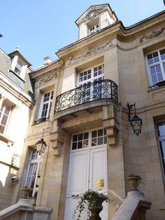 PERONNE, FRANCE, ensemble immobilier