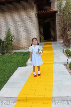 Follow the yellow brick road! | CatchMyParty.com