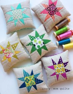 crazy mom quilts: starry pincushions and wool acorns Not really a MOPS craft but perhaps to be used as gifts throughout the year? Quilting Tutorials, Quilting Projects, Quilting Ideas, Fabric Crafts, Sewing Crafts, Mini Quilts, Star Quilts, Crazy Mom, Small Sewing Projects