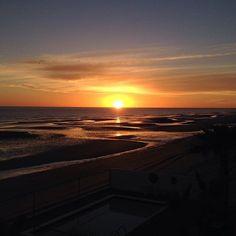El sol queriendo salir del Mar ......
