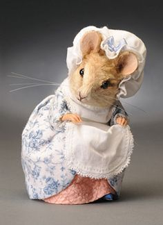 R John Wright Beatrix Potter Lady Mouse Beatrix Potter, Needle Felted Animals, Felt Animals, Wet Felting, Needle Felting, John Wright, Maus Illustration, Felt Mouse, Cute Mouse