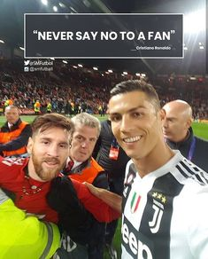A lucky guy got his dream selfie with the 🐐Cristiano Ronaldo at Cristiano Ronaldo is an inspiration for all budding athletes, let alone footballers. Cr7 Messi, Messi Vs Ronaldo, Ronaldo Football, Messi Soccer, Neymar, Lionel Messi, Nike Soccer, Soccer Cleats, Cristiano Ronaldo Memes