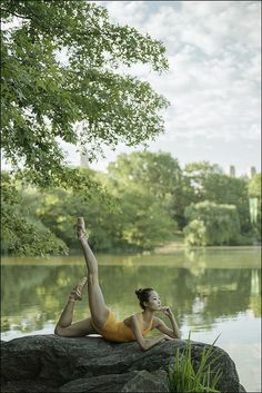 photography WanTing Zhao - Central Park, New York City For. Dance Picture Poses, Dance Photo Shoot, Dance Poses, Ballet Dance Photography, Yoga Photography, Outdoor Dance Photography, Landscape Photography, Ballet Pictures, Dance Pictures