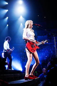Taylor Swift Performing at The Staples Center