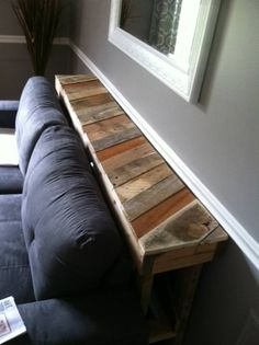Awesome Narrow Pallet Couch Table  #livingroom #pallettable #recyclingwoodpallets A friend moved into a new house, his wife wanted a thin table to go between the wall and the couch.