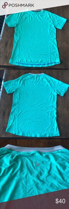 Turquoise lululemon short sleeve Moisture wicking fabric, perfect for the gym. No size dot/ tag, but here is the shirt on me. I'm a 6! I'd say it's an 8 or 10. Great condition, no flaws lululemon athletica Tops Tees - Short Sleeve