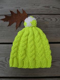 Bonnet torsadé citron, tricoté avec de grosses aiguilles et de la laine  épaisse. Modèle 0874bba6757