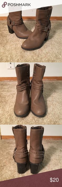 Justfab ankle boots Chunk heel cowboy style boot in great condition JustFab Shoes Ankle Boots & Booties