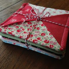 No Binding Coasters Just a short and sweet post to share these coasters I made for a dear friend this holiday season. They're charm pack friendly, and no binding required. If you use a layer cake instead of char… Quilted Coasters, Quilted Potholders, Fabric Coasters, Mug Rug Patterns, Quilt Patterns, Easy Sewing Projects, Sewing Crafts, Small Quilt Projects, Sewing Tips