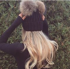 Find images and videos about girl, fashion and cute on We Heart It - the app to get lost in what you love. Winter Wear, Autumn Winter Fashion, Winter Hats, Winter Accessories, Fashion Accessories, Snow Bunnies, Cute Hats, Winter Looks, Winter Style