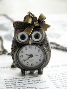 Images and videos of owl Owl Clock, Owl Kitchen, Owl Always Love You, Beautiful Owl, Owl Crafts, Owl Patterns, Wise Owl, Night Owl, Chi Omega