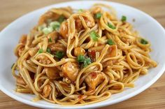 Looking for a new linguine recipe? Try our Asian Chicken Linguine! It's a recipe filled with traditional Asian flavor that you can make at home; ginger, garlic, and delicious hoisin sauce make this linguine recipe a one-way ticket to Asia! Pasta Dishes, Food Dishes, Main Dishes, Pasta Food, I Love Food, Good Food, Yummy Food, Delicious Recipes, Tasty