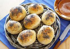 Lette og luftige rundstykker som du lager enkelt som bare det. Disse fine rundstykkene passer til det meste, frokost, lunsj, middag og kvelds. Du... Food N, Food And Drink, Malted Barley, Norwegian Food, Piece Of Bread, Food Styling, Baking Recipes, Bakery