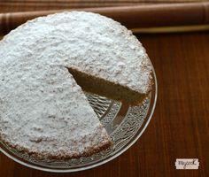 La tarta de harina de coco es como la Tarta de Santiago pero está hecha con harina de coco, no tiene gluten y es apta para celíacos e intolerantes al trigo.