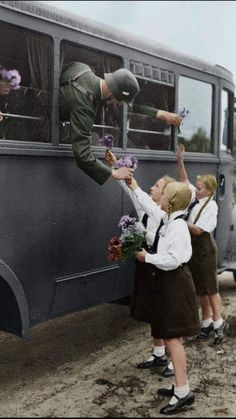 If We adopt the system of Adolf Hitler: How the Crash destroyed America German Soldiers Ww2, German Army, Women In History, World History, Raza Aria, Germany Ww2, German Girls, War Photography, The Third Reich