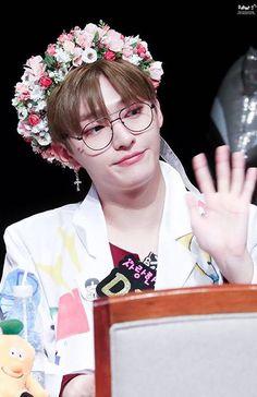 Wanna-One - Yoon Jisung Mommys Boy, Ong Seung Woo, Produce 101 Season 2, Kim Jaehwan, My Destiny, Ha Sungwoon, Pop Bands, Attractive People, Ji Sung