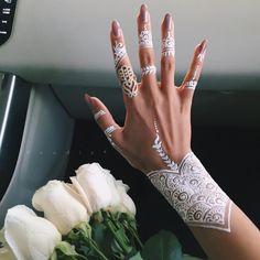 White henna pattern #mehndi