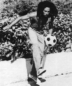 Of Bob Marley Playing Soccer Quotes A Egotv Bob Marley Legend, Reggae Bob Marley, Fotos Do Bob Marley, Kingston, Reggae Rasta, Bob Marley Pictures, Marley Family, Jah Rastafari, Robert Nesta