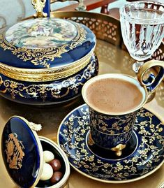 Coffee for a queen! Remember your are a royal priesthood! Good Morning Coffee, Coffee Break, I Love Coffee, My Coffee, Mini Desserts, Café Chocolate, Breakfast Tea, Tea Cup Set, Tea Service