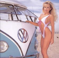 Love the French cut ! Volkswagen Minibus, Vw T1, Volkswagen Transporter, Mk1, Combi Ww, Kdf Wagen, Hot Vw, Bus Girl, Porsche Models