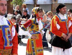 Desulo- costumi tradizionali della sardegna European Clothing, Parma, Traditional Outfits, Beautiful People, Ethnic, Places, Clothes, Dresses, Fashion
