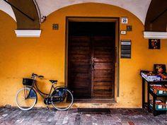 Che ne dite di una pedalata tra i sapori dell'Emilia?   #loves_modena #vivomodena  #modena_dintorni  #monumenti_italia #total_italy #volgomodena #vivoemiliaromagna #turismoer #mo_hospitality  #ig_emilia_romagna #ig_emiliaromagna #ig_modena #emiliaromagna_friends #emiliaromagna_super_pics#italia_da_scoprire #loves_united_emiliaromagna #loves_emiliaromagna #visititalia #italian_city #top_italia_photo #bestemiliaromagnapics #beniculturali30  #bestborghipics #bestitaliapics #igersmodena…