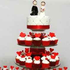 Combinacion de torta y cupcakes para matrimonio.