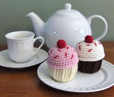 Crocheted Cupcakes - FREE Crochet Pattern and Tutorial by hillycrochet