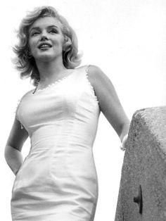 Marilyn in NYC. Photo by Sam Shaw, 1957.