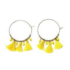 """boucles d'oreilles pompons créoles """"du vent dans les cheveux"""" Jaune un bijoux signé apoi  disponible sur bijouxapoi.com"""