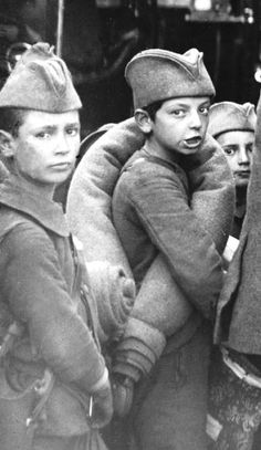 Cрпски малишани који су после албанске голготе стигли у Велику Британију. Serbian kids, arriving in Great Britain after retreating across Albanian mountains 1915
