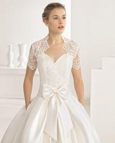 ORBITAL traje de novia en encaje pedrería y mikado.